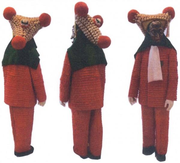 Dreieckiger Hut mit roten Bommeln