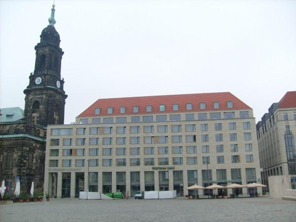 Dresdner Bank mit verhülltem Logo