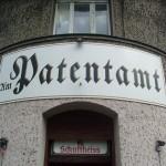 Zum Patentamt
